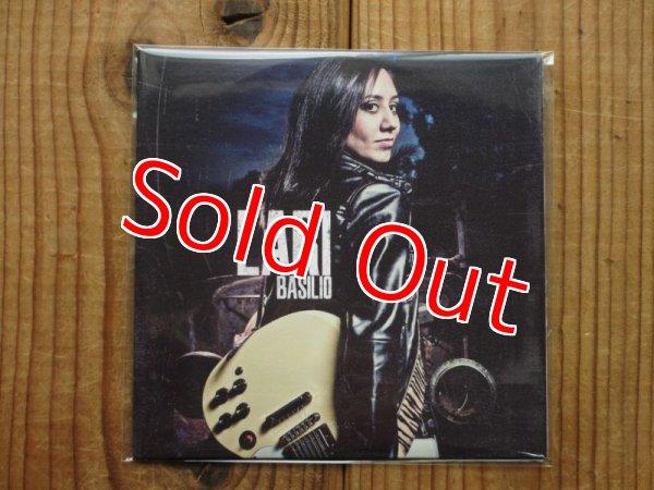 画像1: 今やSNS界のスター、新世代女性ギタリスト、ラリバシリオの2012年自主盤が入荷!■Lari Basilio / Lari Basilio (1)